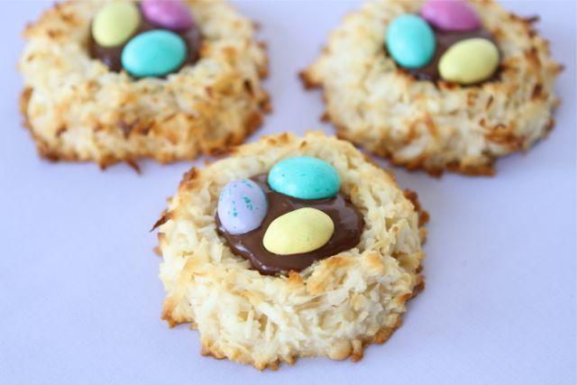 http-::www.twopeasandtheirpod.com:coconut-macaroon-nutella-nests: